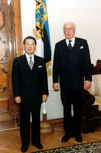 Norimasa Hasegawa, the Ambassador of Japan, presenting his credentials to the President of the Republic